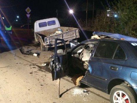 """«ВКамышевахе """"Хёндай Акцент"""" врезался вгрузовик»— двое погибли наместе"""