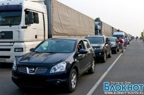Ростовские болельщики застряли в многокилометровой пробке на  границе с Украиной
