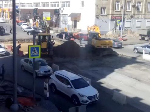 Сумасшедшие пробки ждут ростовчан в конце рабочего дня на Ворошиловском проспекте