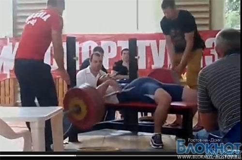 Момент падения штанги на спортсмена сняли на ВИДЕО