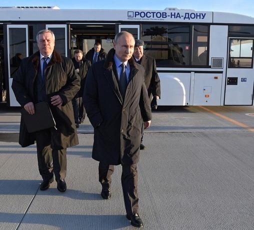 Владимир Путин посетил завод «Ростсельмаш» и облетел «Ростов-Арену»