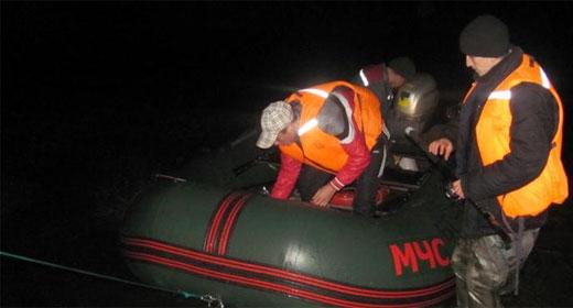 Рыбаков, перевернувшихся на лодке, спасли в Ростовской области