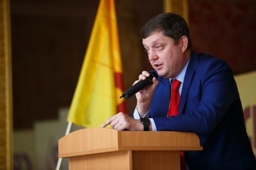 Депутат Госдумы Олег Пахолков предложил запретить чиновникам пользоваться «наличкой»