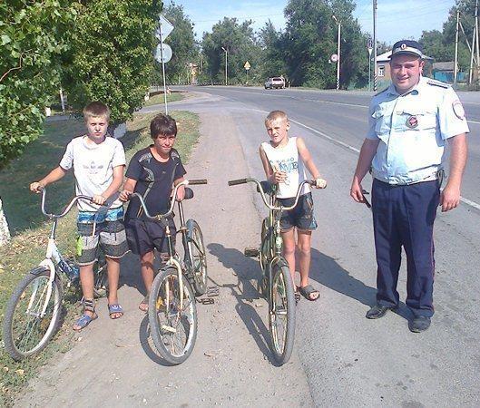 В Зимовниковском районе гаишники решили бороться за звание «Самого честного взвода ГИБДД»