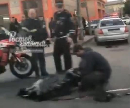 Страшную смерть под колесами автомобиля принял разбившийся мотоциклист в Ростове