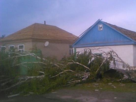 По 10 тысяч рублей получат жители Дона, пострадавшие от урагана