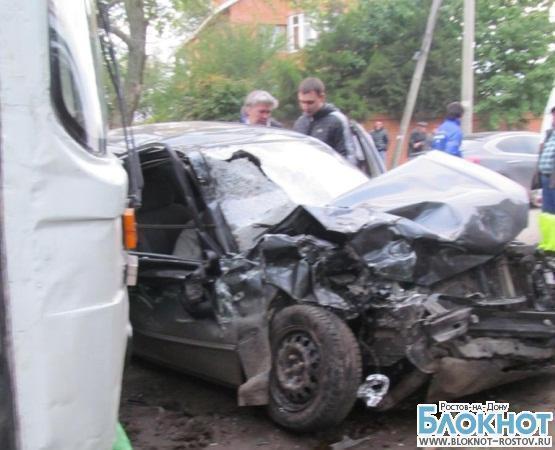 В Ростове иномарка столкнулась с автобусом: 2 человека погибли