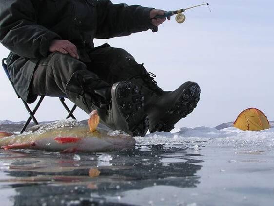 Провалившийся в воду рыбак едва не замерз насмерть в Ростовской области