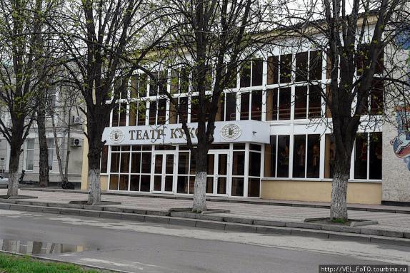 ВРостове митингующие выступили против передачи здания театра РПЦ