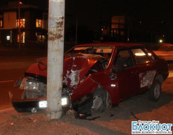 В Ростове женщина-водитель врезалась в столб, пострадал 9-летний ребенок