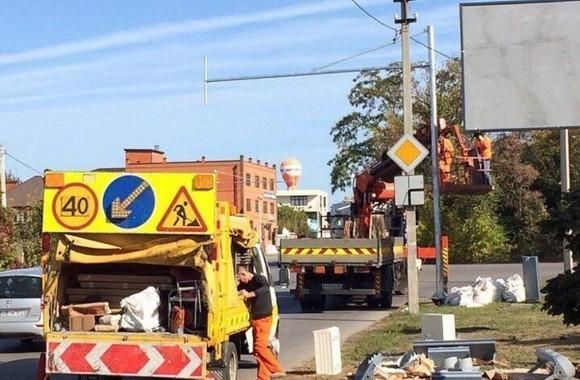 Демонтировать создающий пробки светофор потребовали ростовчане