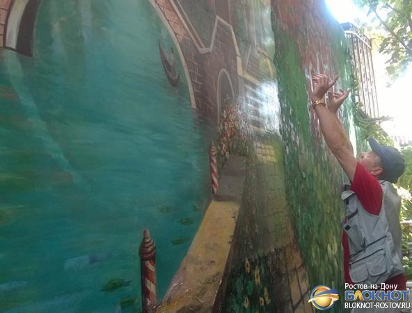 Ростовский художник Игорь Мололкин расписал 70-метровую стену видами Венеции
