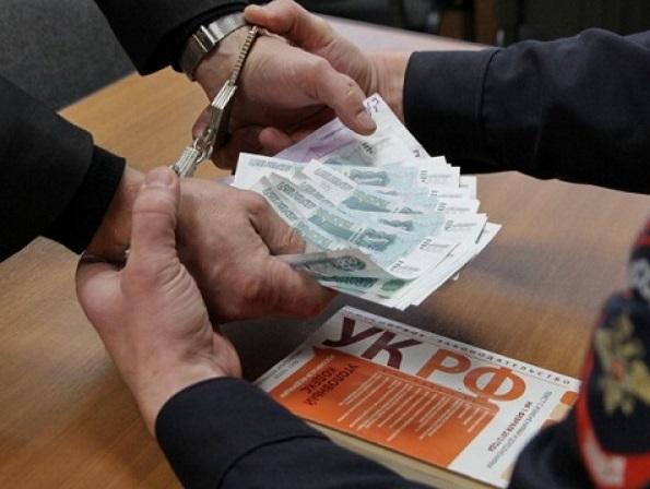 Экс-полицейского будут судить наДону запопытку получения взятки