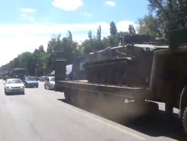 По территории Ростовской области в сторону украинской границы движется военная техника. ВИДЕО