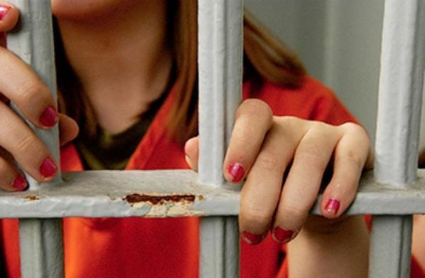 Женщину, зарезавшую ипытавшуюся сжечь собутыльника, приговорили к9 годам колонии