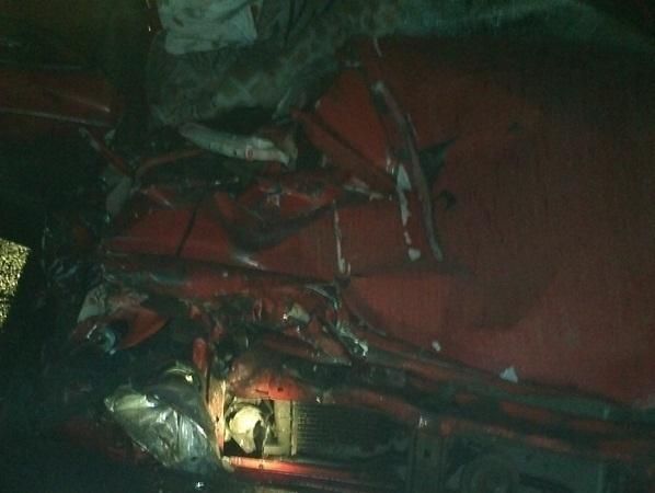 В Ростовской области при столкновении легковушки и грузовика погибли два человека