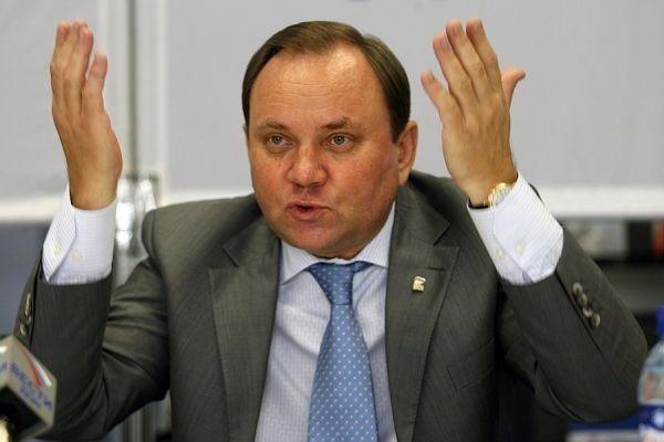 Виктора Дерябкина уличили в увиливании от обязанностей и депутатском «копипасте»