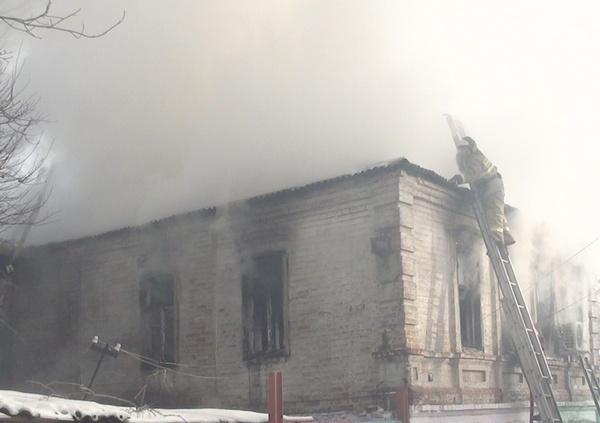 На пожаре в Ростове погибла семья из пяти человек, в том числе трое детей