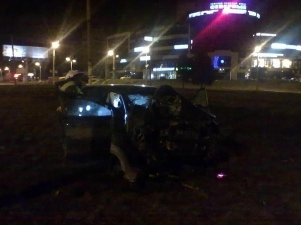 В Ростове водитель «Ниссана» врезался в столб: пассажир погиб на месте