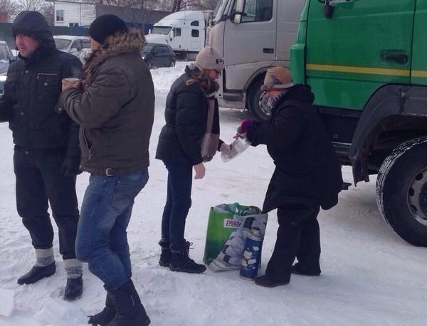 В Ростове мама с дочкой организовали полевую кухню для замерзающих дальнобойщиков