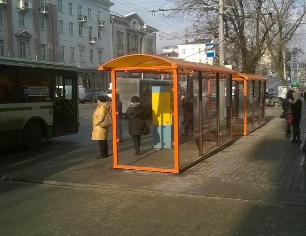В Ростове подрядчик меняет дефектные остановки за свой счет
