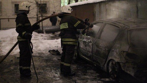В Ростове на Содружества сгорел автомобиль