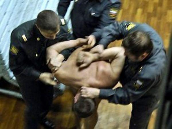 В Ростове пострадавший от полицейских пыток требует через суд компенсацию в 1 млн рублей