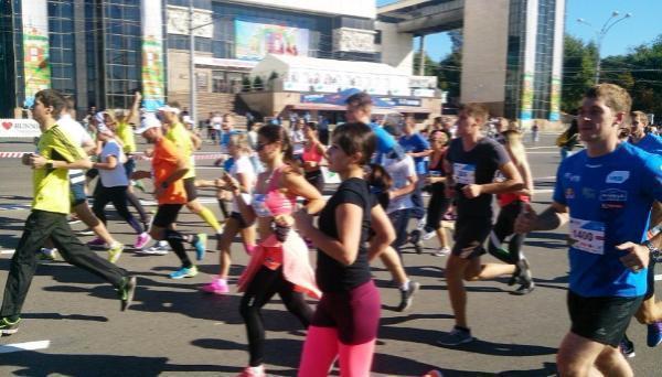 Более тысячи человек пробежали по улицам донской столицы