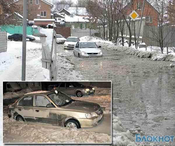 Мэрия предложила ростовчанам пересесть на общественный транспорт. Тем временем, автомобилисты застряли в ледяных «ловушках» и лужах (ФОТО И ВИДЕО)