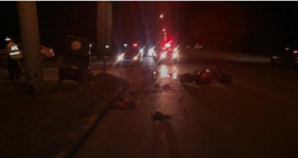 Мотоциклист врезался врекламный щит вШахтах, погибла 24-летняя девушка