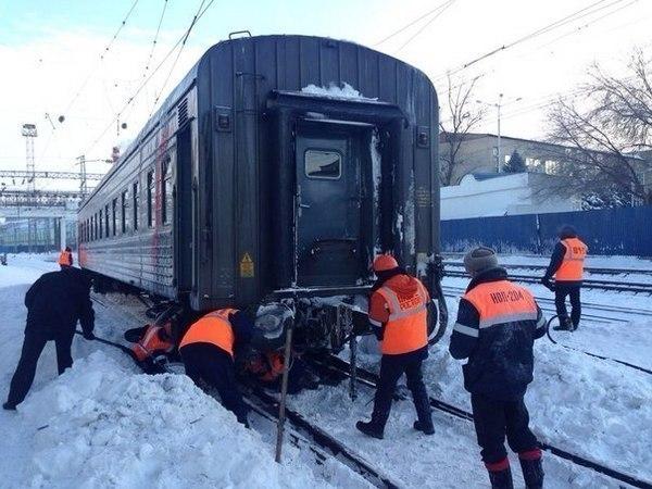В Ростове выясняют причины схода пассажирского вагона поезда Москва – Грозный