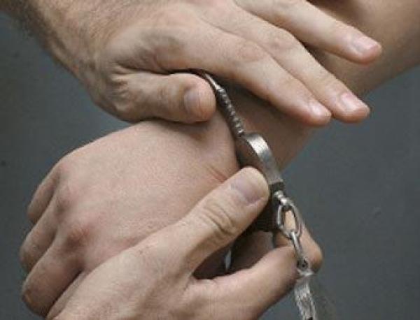 В Ростовской области поймали двоих парней и девушку, которые занимались грабежами