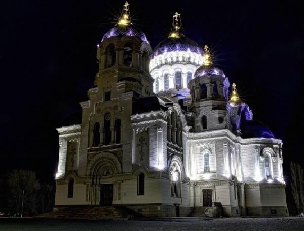 Пасхальное Евангелие в Вознесенском соборе Новочеркасска прочитали на девяти языках