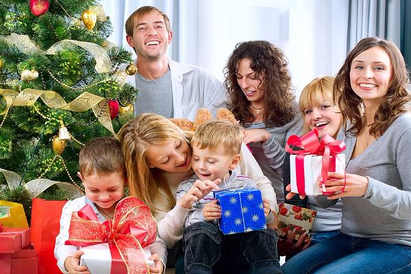 Жителям Ростовской области предлагают взять воспитанников из детских домов на новогодние каникулы