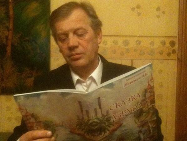 Художник с Нахичеванского рынка Игорь Мололкин издал азбуку для детей