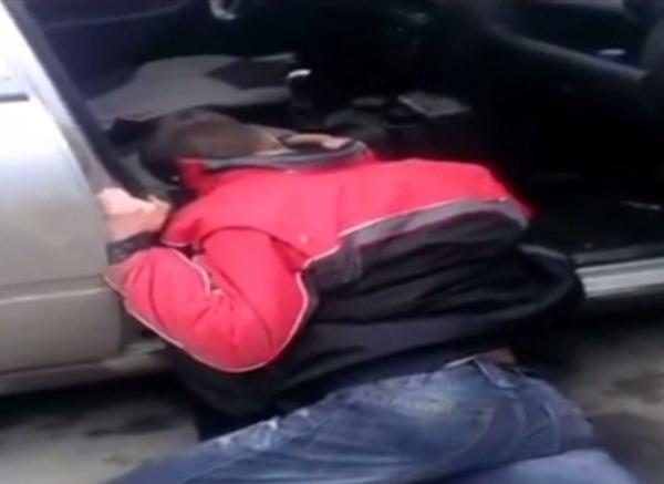В Ростове пьяный водитель, ударивший полицейского, едва держался на ногах ВИДЕО