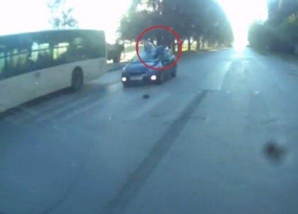 В Ростове водитель «Киа» сбил женщину на пешеходном переходе. Видео
