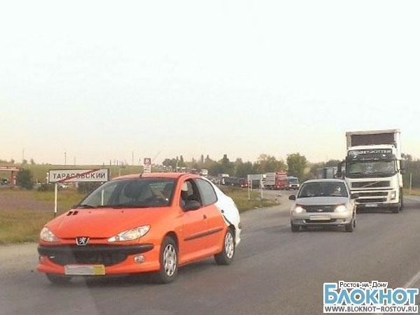 На трассе М-4 в районе поселка Тарасовский в пробке собралось порядка тысячи машин