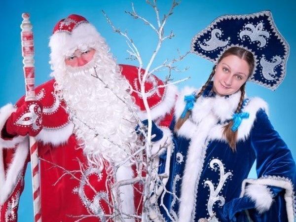 Ростовчане встретились спустя несколько лет после школы в образе Деда Мороза и Снегурочки и сыграли свадьбу