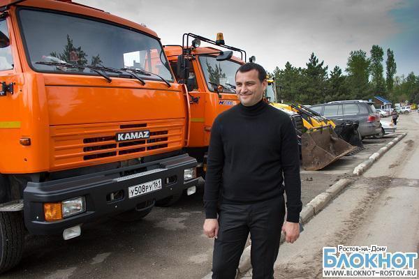 В Ростове предприниматель на собственные деньги купил технику для уборки городских кладбищ