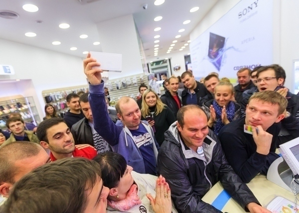 В Ростове стартовали продажи iPhone 6 и iPhone 6 plus. Фоторепортаж
