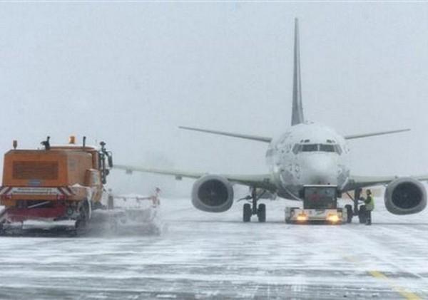 Снегопад парализовал работу аэропорта Ростова-на-Дону