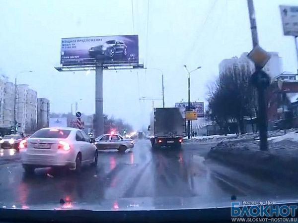 ГИБДД Ростова оправдывает сотрудников, засветившихся на видео с нарушением ПДД