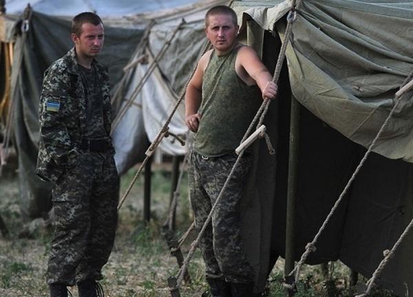 Почти 200 украинских военных, перешедших в Россию, вернулись на родину