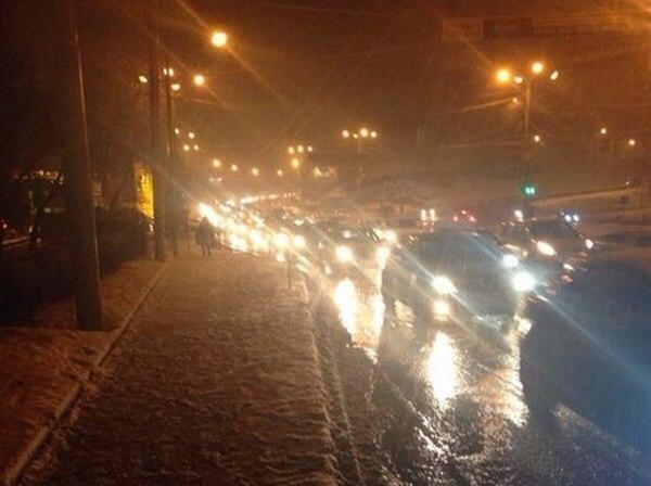 В Ростове из-за выпавшего снега образовались многокилометровые пробки