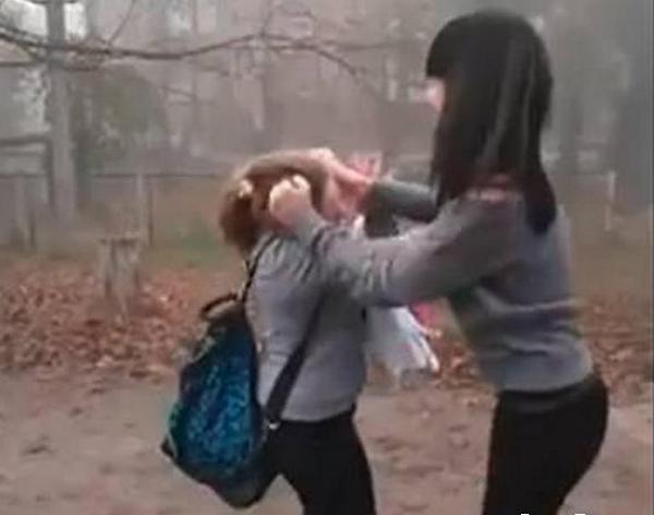 14-летнюю школьницу из Новочеркасска, избившую сверстницу, посадили на 30 суток