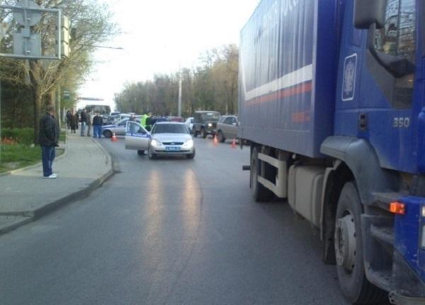 В Ростове грузовик «Почты России» насмерть сбил женщину