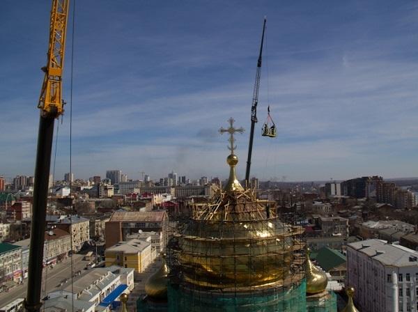 В Ростове-на-Дону освятили новые купола кафедрального собора