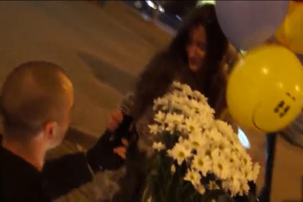 В Ростове мужчина сделал предложение девушке, воспользовавшись услугами «ОМОНа»