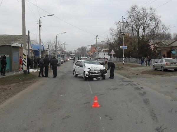 В Сальске водитель «ВАЗ-2114» сбил маму с ребенком, девочка погибла